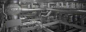 Eine Industrielüftung mit vielen Lüftungsrohren